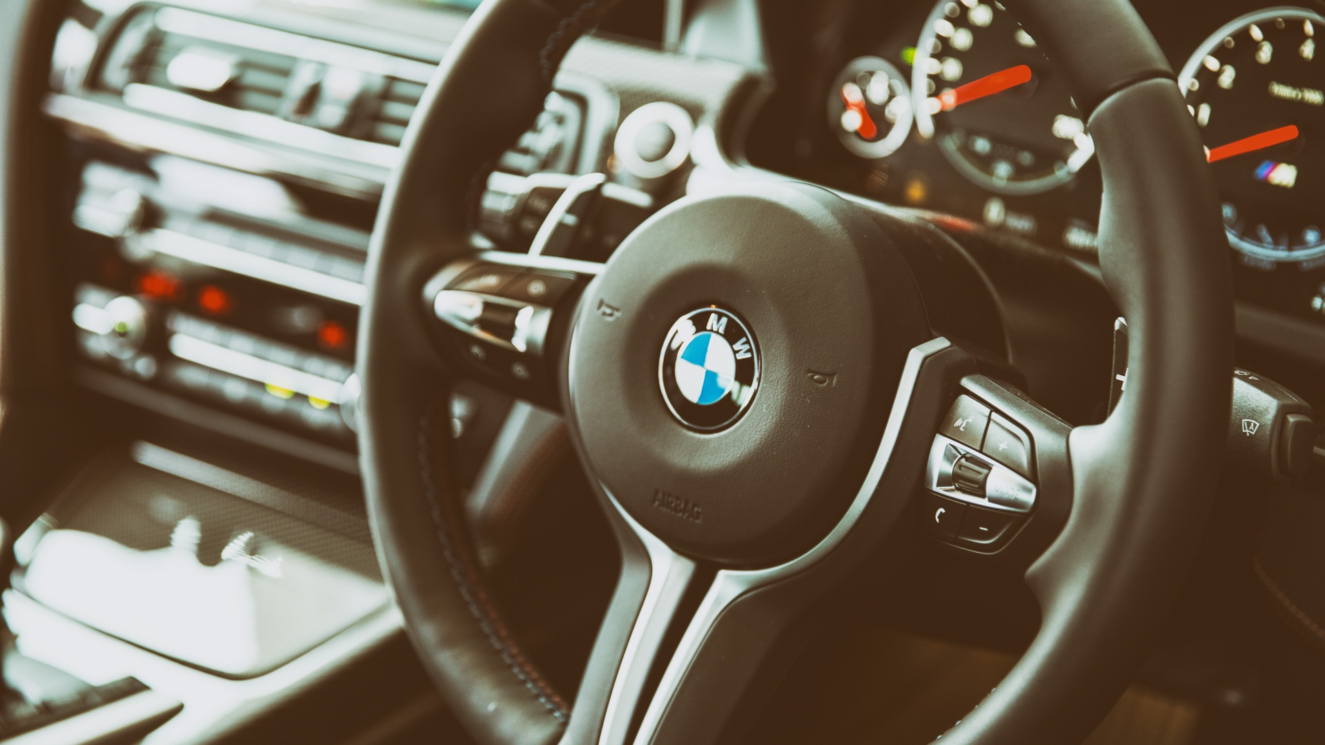 bmw_m6_interior_steering_wheel_106199_1920x1080